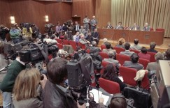 Pressekonferenz mit Günter Schabowski am Abend des 9. November 1989.(Quelle: wikipedia / Bundesarchiv, Bild 183-1989-1109-030 / Lehmann, Thomas / CC-BY-SA 3.0)