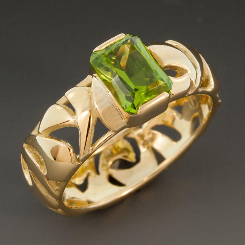 Peridot Ring W18K Yellow Gold Pierced Band