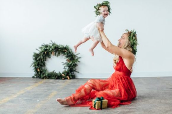 Modern Minimal Holiday Family Photos