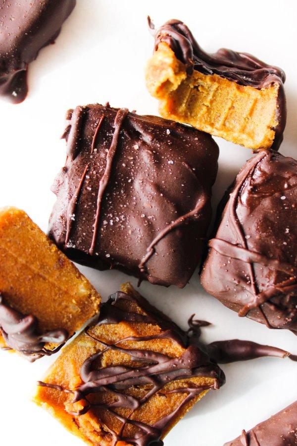 Paleo Pumpkin Salted Caramel Fudge Bites