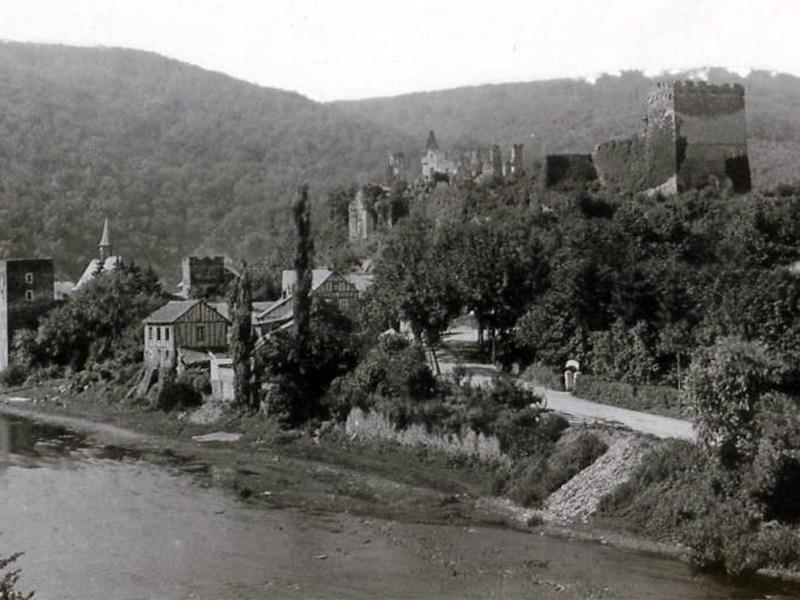 Die Burg und das Dorf Altwied