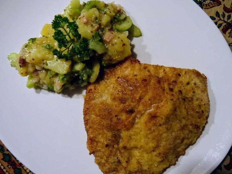 Wiener Schnitzel mit einem Kartoffel-Gurkensalat