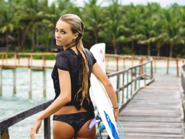 Alana Blanchard, surf