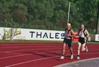 Von Anfang an in Führung beim abschließenden 1500m Lauf H.G.Müller und Joachim Hickisch