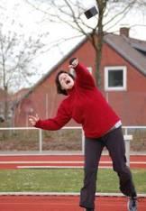 Susanne Bredehöft (LAV Zeven) zeigte beim Steinstoßen ebenfalls vollen Einsatz.