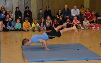 Auch auf Matten wurden Übungen gezeigt.