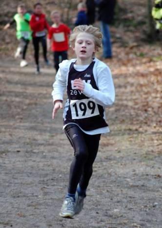 Jannes Corleis (Nr. 199, LAV Zeven) sicherte sich nach 1300m den Kreismeiister-Titel der Kinder M11 in 5:30 min.