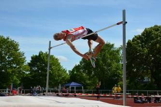 zi02: Eike Onnen verbesserte am Sonnabend seinen eigenen Pfingstsportfestrekord im Hochsprung der Männer auf eine Höhe von 2,22 m.