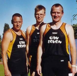 In der Mitte Jens Dohrmann, 2005 Landesmeister im Mannschaftsfünfkampf Senioren M 30 zusammen mit Klaus Krieglsteiner und Bernd Bredehöft