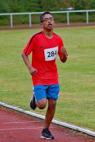 02: Arshad Safin bei einem 800m-Lauf.