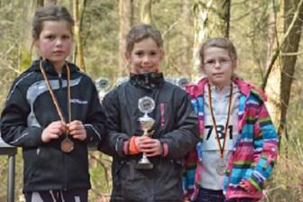01: Solja Brandt (Mitte) von der LAV Zeven war eine der erfolgreichsten Teilnehmerinnen des Oste-Cup 2017. Sie siegte in allen vier Läufen und gewann vor Kristin Huch (TV Scheeßel, Nr. 731) und Lara Marie Lindemann (TV Lilienthal).