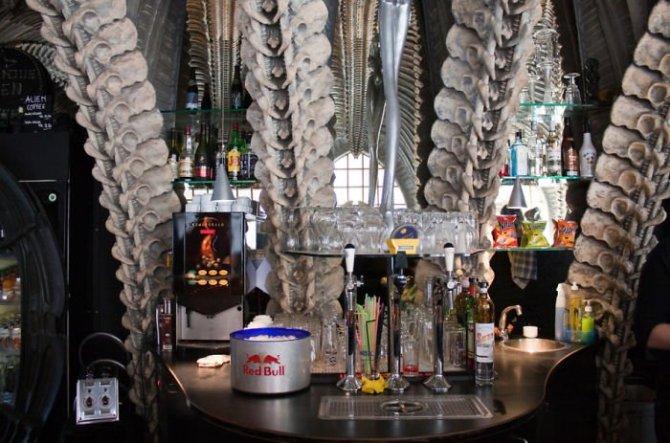 """""""H.R. Giger Museum Bar"""" - Грюуер, Швейцаря"""
