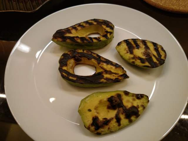 неузряло авокадо