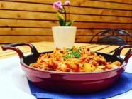 Зеле с ориз поднесено в саханче LAVA