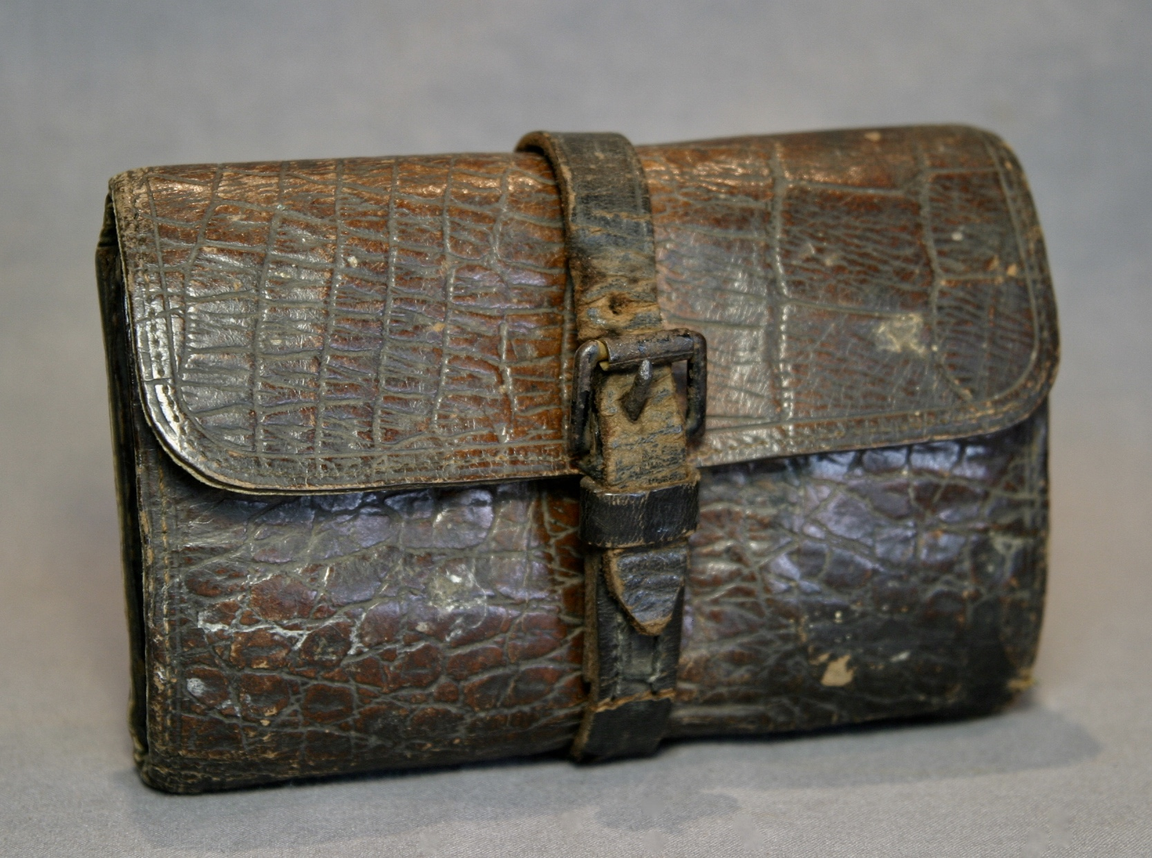 English Alligator Embossed Leather Fly Wallet Lava Creek