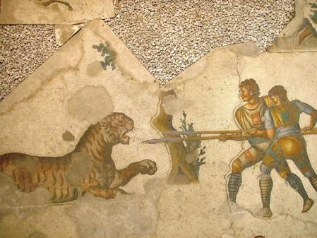 Mosaico del Gran Palacio de Constantinopla que representa a dos venatores enfrentándose a un tigre.