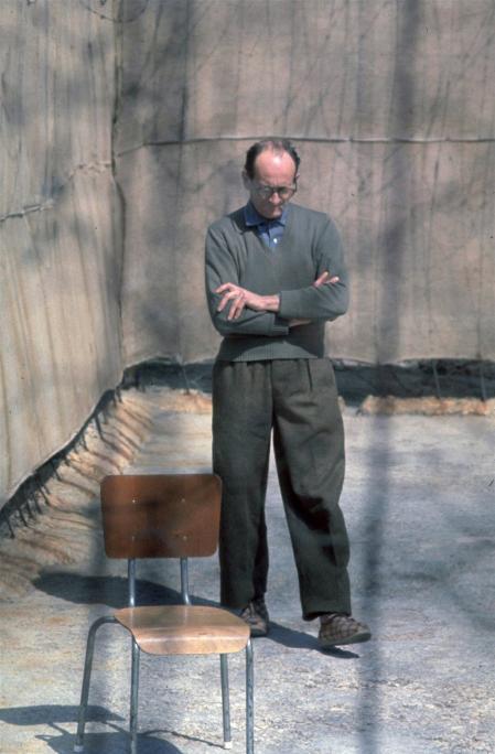 El acusado, en el patio de la cárcel de Ramla donde permaneció desde su llegada a Israel