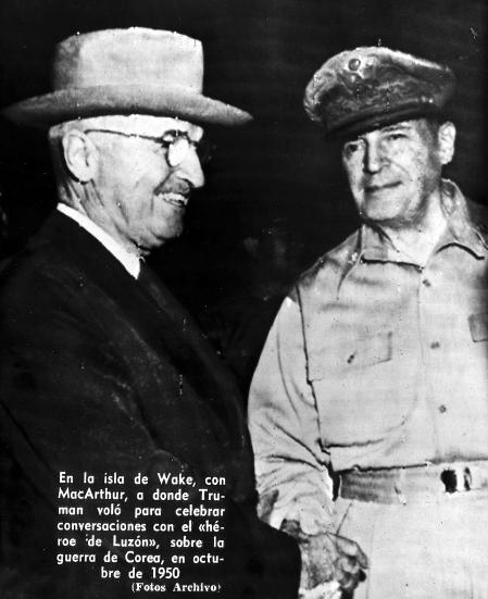 Información que publicó La Vanguardia sobre el encuentro de Harry Truman y Douglas MacArthur durante la Guerra de Corea