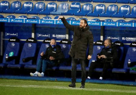 GRAF1267.  VITORIA, 12/23/2020.- Deportivo Alavés coach Pablo Machín during the match corresponding to matchday 15 of the first division played tonight against Eibar at the Mendizorrotza field in Vitoria.  EFE / David Aguilar