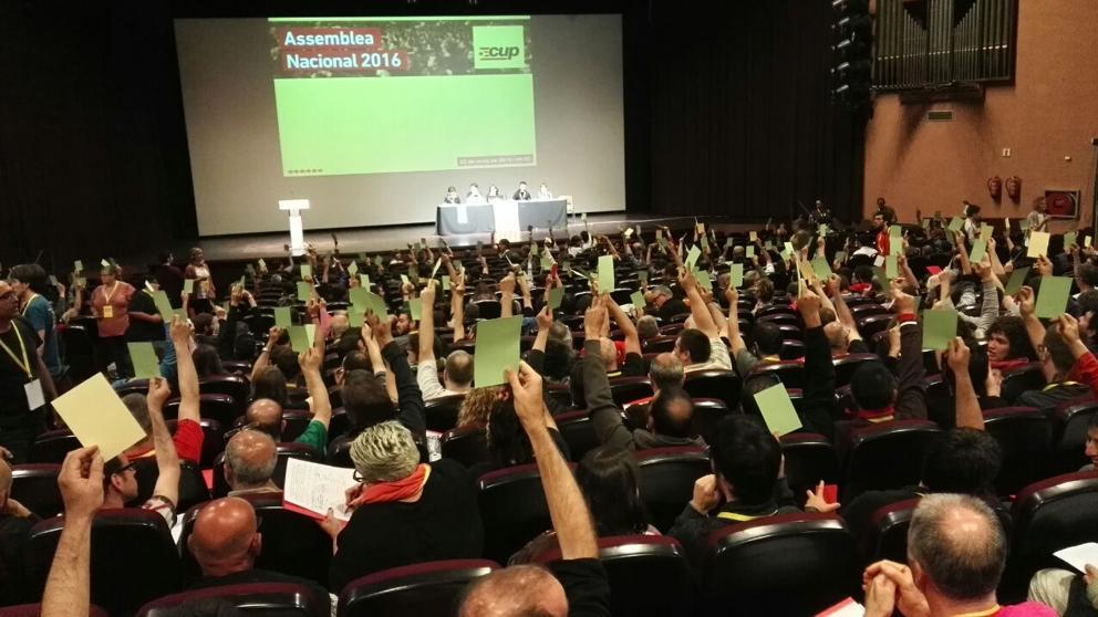 """La asamblea de la CUP exige """"librarse"""" del pacto con JxSí"""