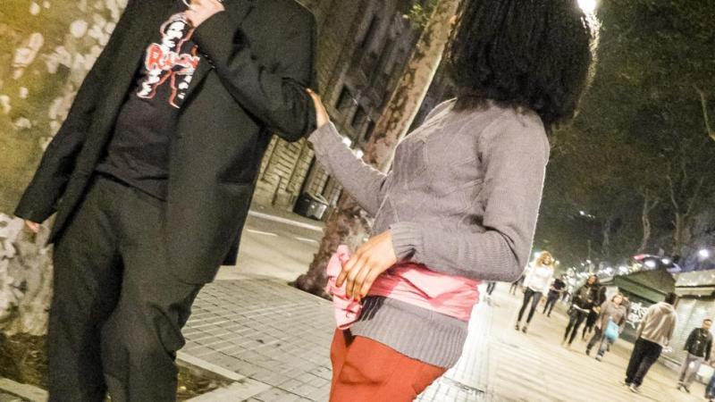 Dures crítiques veïnals a Colau per la prostitució