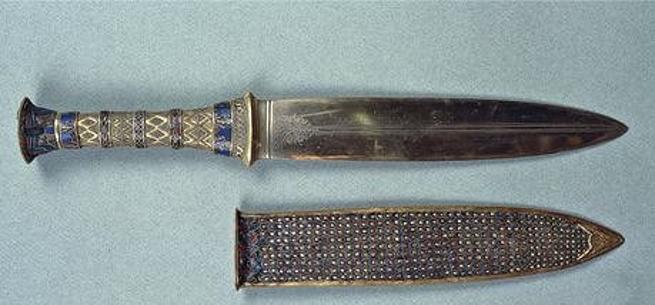 Puñal de hierro encontrado junto a la tumba del faraón Tutankamón