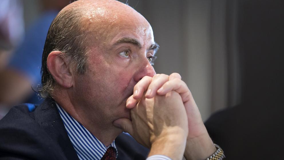 Guindos plantea más recortes si la economía desacelera