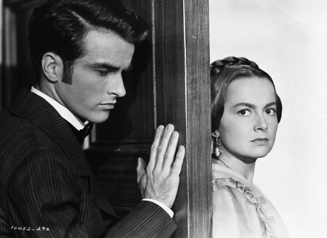 Montgomery Clift y Olivia de Havilland en una escena de 'La heredera' (1949)