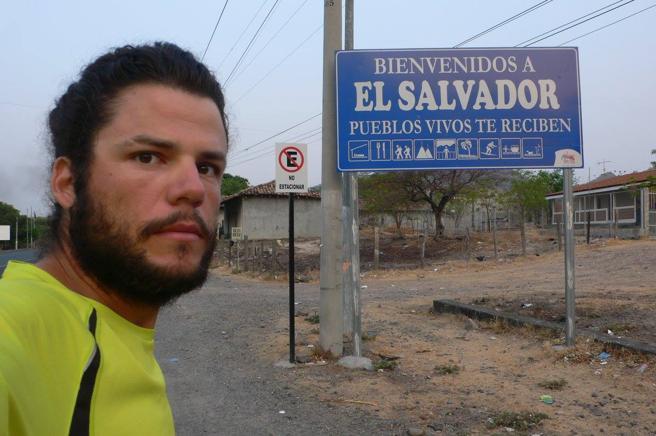 Nacho Dean llegando a El Salvador