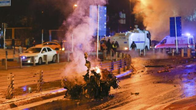 Al menos 38 muertos en una doble explosión en las inmediaciones del estadio del Besiktas en Estambul