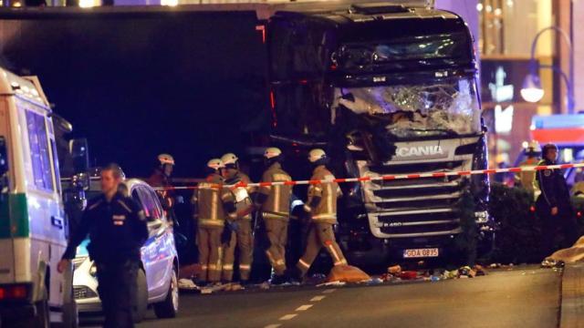 Al menos nueve muertos y 50 heridos en un atropello masivo de un camión en un mercado navideño de Berlín