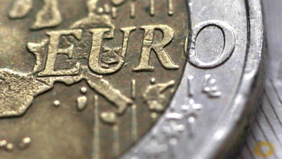 El euro, la moneda que ensambla una Europa imperfecta y amenazada