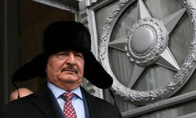 El general libio Jalifa Hafter, en una visita a Moscú a finales de noviembre del 2016