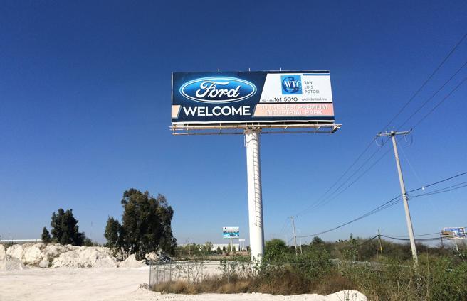 Anuncio de Ford dando la bienvenida  en el parque industrial de San Luis  Potosí