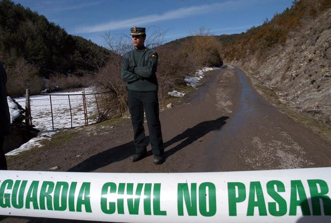 El lugar del crimen de Fago acordonado y custodiado por la guardia Civil.