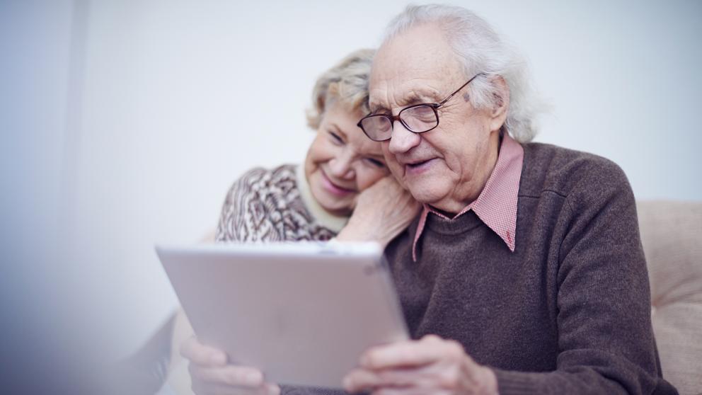 Llegan los robots y tabletas para cuidar a los mayores