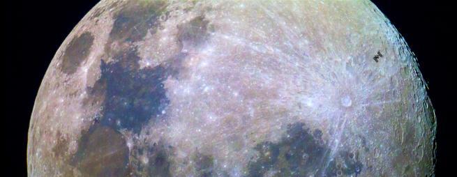 Tránsito de la Estación Espacial Internacional frente a la Luna