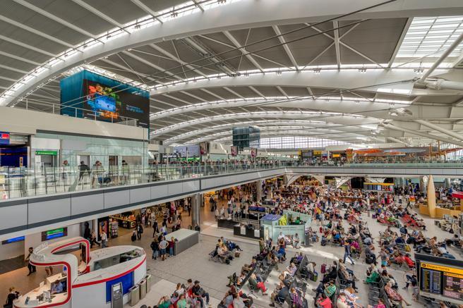 Interior de la terminal 5 del aeropuerto de Heathrow (Londres)