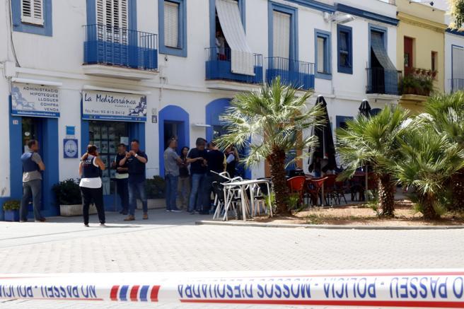 Imagen de la zona donde ha ocurrido el tiroteo, acordonada por los Mossos d'Esquadra