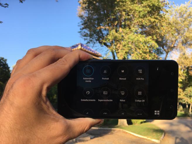El Asus Zenfone Zoom S cuenta con numerosos modos para captar fotos y grabar clips.
