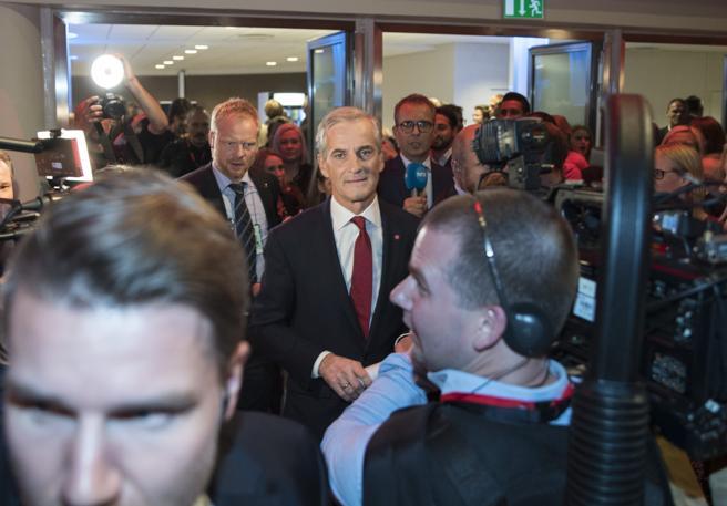 El líder del Partido Laborista de Noruega, Jonas Gahr Store, asiste a la reunión electoral de su coalición en Oslo