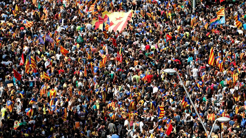 Unos 16.000 estudiantes se manifiestan en Barcelona a favor del referéndum