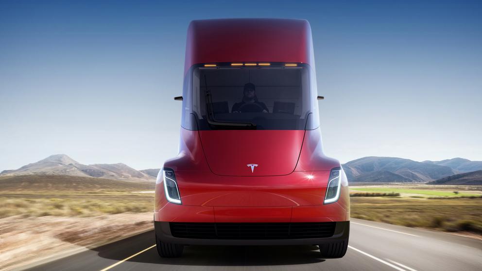Tesla presenta su camión futurista con 800 kilómetros de autonomía