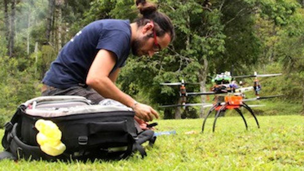 Llegan los drones que reforestarán los bosques calcinados de España
