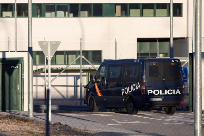 Un furgón de la Policía Nacional accede al Centro Penitenciario Málaga II ubicado en Archidona