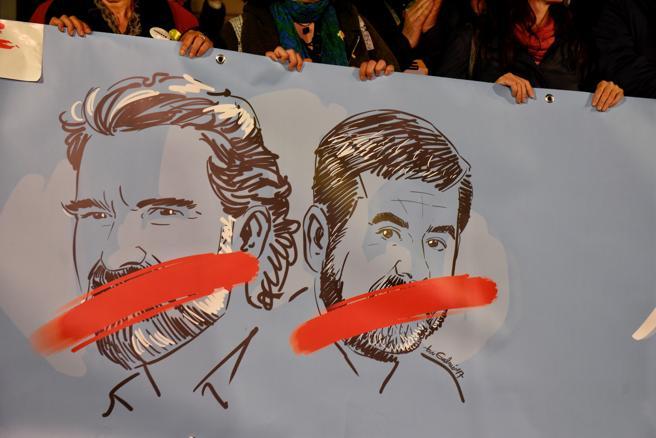 Cartel visto en la concentración celebrada en Plaça Sant Jaume el pasado 16 de noviembre para conmemorar el primer mes de encarcelamiento de Jordi Sánchez y Jordi Cuixart