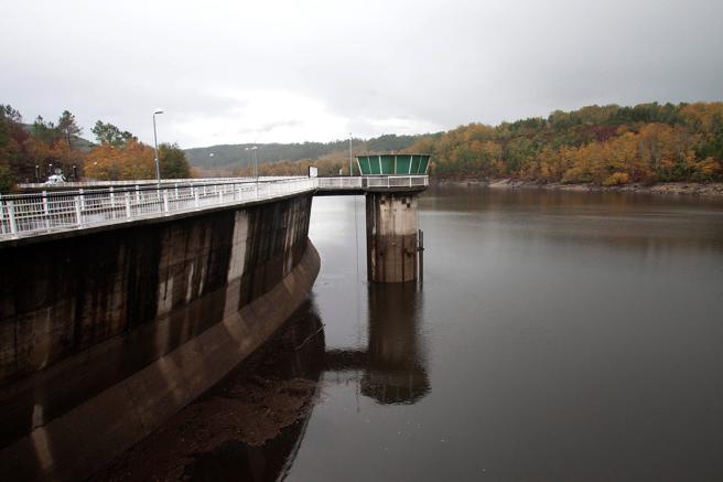 La presa de Eiras ha recuperado un 71% de su capacidad tras el paso de un frente atlántico muy activo, de nombre 'Ana',