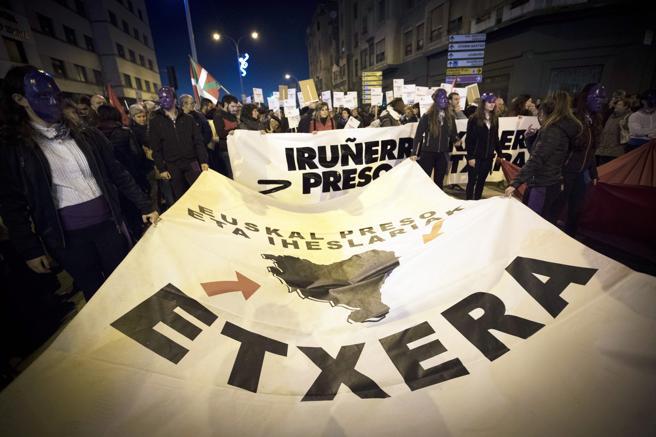 Manifestación en contra de la dispersión de los presos de ETA en Pamplona