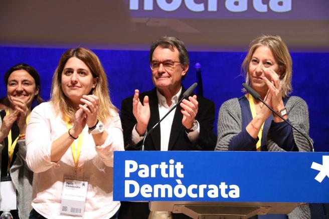 La coordinadora general del PDeCAT, Marta Pascal; el expresidente del partido, Artur Mas, y su sucesora en el cargo, Neus Munté