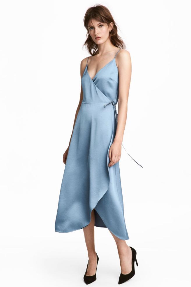 Vestido cruzado de satén de H&M (29.99 euros)